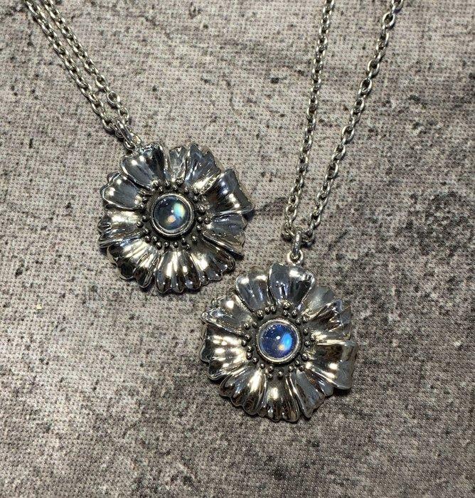 JING YUAN JEWELRY 925銀 天人菊5mm藍暈 彩暈月光石吊墜 有兩款任選 平時休閒搭配超好看