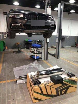 【YGAUTO】二手時間 BMW 寶馬 新5系 G30 540I 升級 Armytrix 二手霧黑四出中尾段閥門排氣