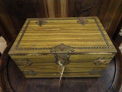 【卡卡頌 OMG歐洲跳蚤市場 / 西洋古董 】歐洲古董藝術精美木紋圖樣老鐵盒  m0288✬