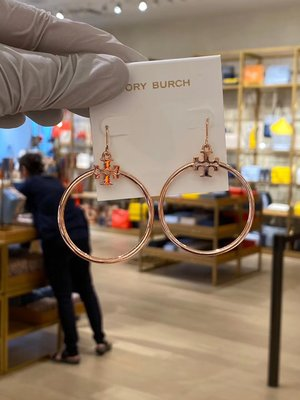 【全新正貨私家珍藏】TORY BURCH stacked-t LOGO HOOP EARRING 耳環((3色))
