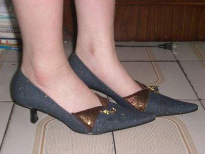 ☆甜甜妞妞小舖 ☆專櫃品牌  FAIR LADY  色牛仔中跟 尖頭包鞋 ---23.5號