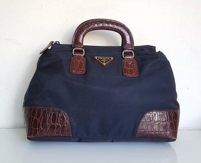 PRADA    經典  LOGO 三角鐵牌  手提包 ,保證真品 超級特價便宜賣
