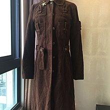 《寶兒花園》咖啡色金色星星徽章多口袋腰帶長版大衣外套