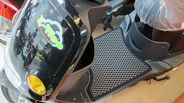 三陽E-woo雙層止滑減震機車腳踏墊底部防滑顆粒不鎖螺絲