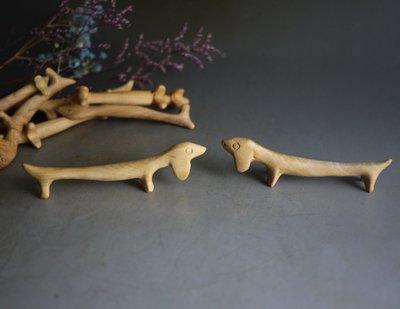 太行 崖柏 雕塑狗造型 ~筆架  筷架- 香道 茶道用品  3個100 正太行料  重油 無上漆  香味不錯 P1672