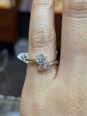 50分高等級天然鑽石戒指,鑽石等級高白又閃亮,超值優惠價19800元,經典求婚戒台,香港金工師傅手工製作,八心八箭完美車工買到保證不會後悔現貨只有一個