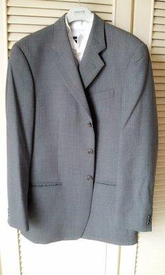 歐碼50【Armani Collezioni】鐵灰年輕修身款單排三扣西裝上衣
