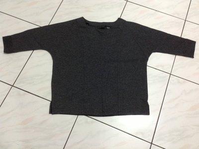 美國品牌 NEW YORK & COMPANY 深灰色七分袖彈性上衣 M 號