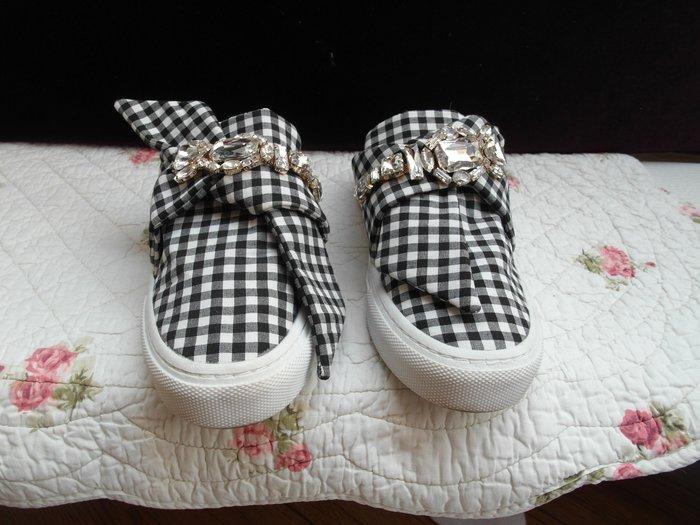 浪漫滿屋 女鞋系列*ZARA TRAFALUC休閒鞋 .帆布鞋.平底鞋.各類鞋款......39