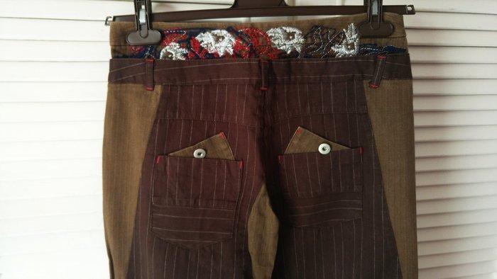 MARC JACOBS 黑標後華麗刺繡假兩件棕色細白條紋單寧長褲