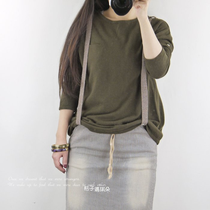 正韓 韓國連線 吊帶撞色毛衣(軍綠+奶茶吊帶) ~ 桔子瑪琪朵。惠衣