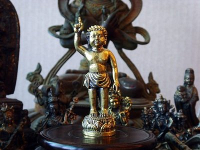 【五輪塔】佛教文物,銅精雕小佛像『卍小浴佛(釋迦牟尼佛)卍』尺寸約※H72,W26(mm)