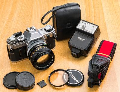二手新中古:經典CANON AE-1+FD 50mm F1.4 SSC大光圈+pe-201a閃燈 文青相機135底片機9