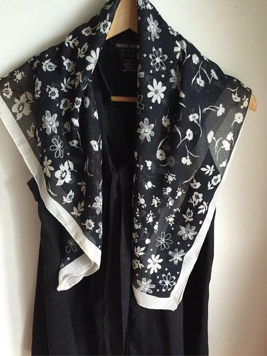 ESPRIT 正方形黑色花卉絲巾 (促銷商品)