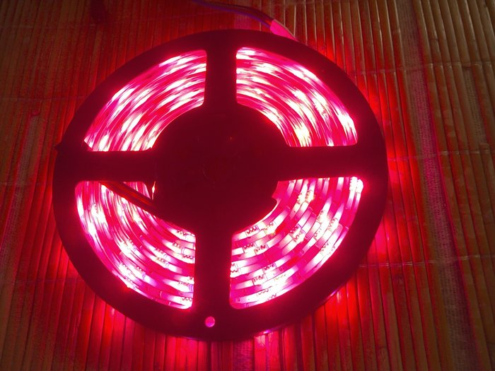 【玩具貓窩】盒裝 5公尺150顆LED防水滴膠RGB七彩聲控5050燈帶套裝 音控LED燈條 燈條套裝 裝飾 室內佈置