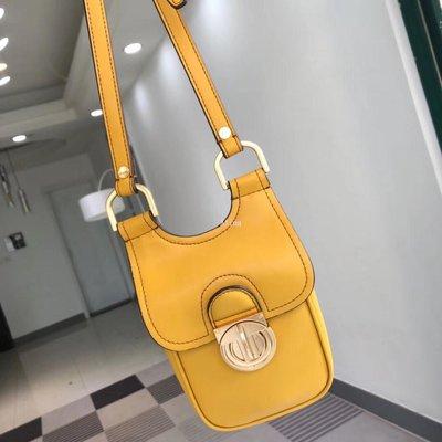 Alina精品代購TORY BURCH 美國輕奢時尚 黃色獨特造型手機包 斜背包 美國代購