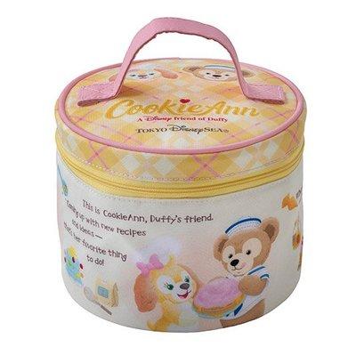 Miss莎卡娜代購【東京海洋迪士尼】﹝預購﹞達菲熊好朋友 CookieAnn 曲奇狗 圓形餐袋 圓筒便當袋