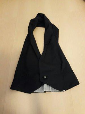 二手黑色繞頸背心M號,商品如圖閒置出清~很有型西裝挺布料售出無退換貨服務~