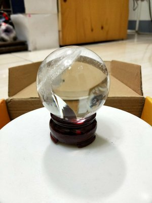 ..天然原礦.賠錢出清.精選.白水晶球直徑:5.6公分.總重255公克..便宜賣..一物一圖..一律免運費.