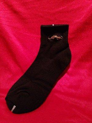 【阿波的窩 Apos house】《ED Hardy 週邊商品》全素色 Ed Hardy 金色刺繡字樣 短筒襪 黑色