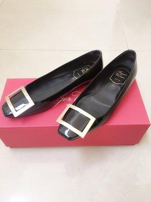 【二手免運】Roger Vivier Trompette Ballerinas 方頭金屬釦黑色漆皮平底鞋35號