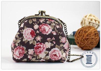 ✿小布物曲✿手作玫瑰花口金包- 精巧手工車縫舖棉 進口布料質感超優