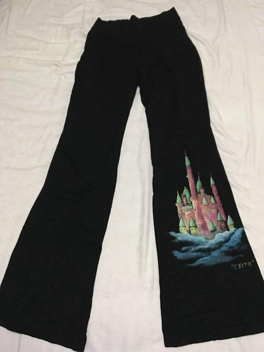 二手 純棉合身黑色喇叭褲 手繪城堡圖案