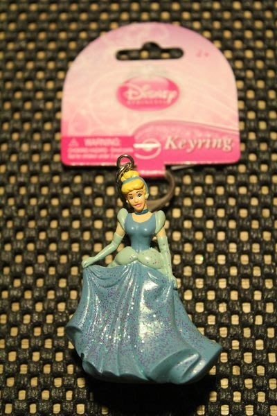 (I LOVE樂多)日本進口 迪士尼Disney 仙履奇緣Cinderella 仙度瑞拉鑰匙圈 送人自用兩相宜 灰姑娘