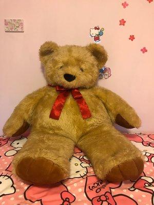 大型黃金色泰迪熊