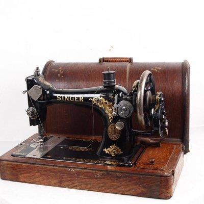 百寶軒 1913年英國古董縫紉機勝家Singer手搖縫紉機帶箱配件全9品 ZG2817