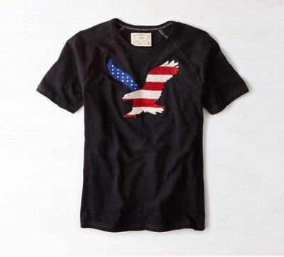 Maple麋鹿小舖 American Eagle * AE 男生黑色貼布LOGO短T * ( 現貨S/M號 )
