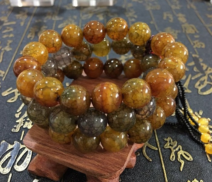 珍奇翡翠珠寶-放光級,老礦火供龍鱗天珠,非常冰透,水潤,稀有,賣家設計款,只有一串