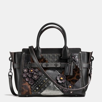 Coco小舖 COACH 55503 S wagger 27 in embellished canyon quilt