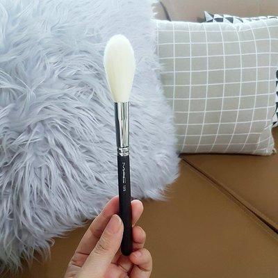 美妝博主K妹最愛MAC Cosmetics 137S Long Blending(限量款)光暈打亮刷~也是蜜粉刷腮紅ai