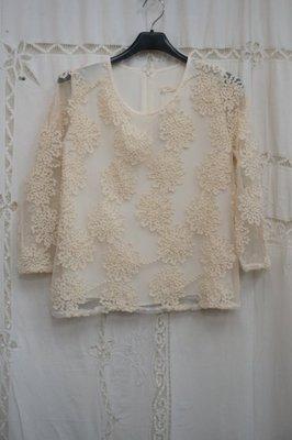韓國製.米黃色網紗繡花雪紡衣