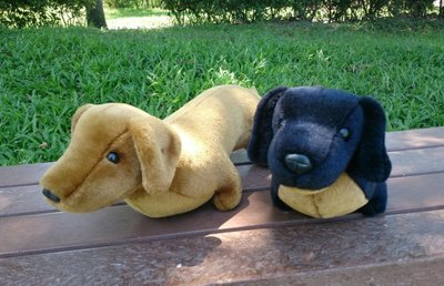 純手工 臘腸狗娃娃一對 : 狗 臘腸狗 布偶 娃娃 寵物 絨毛 手工 手創 玩具 居家 裝飾 可愛 臘腸