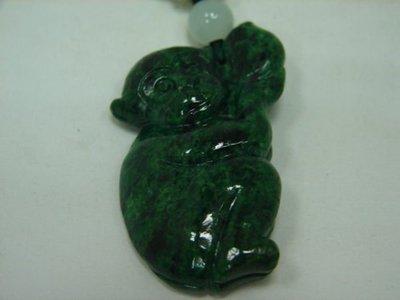 (板信當舖流當品) 造型 A貨 猴抱桃 翡翠墬 附中國寶石證書 喜歡價可議  PF099