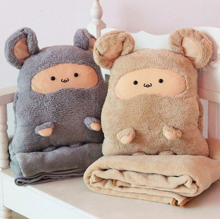 299元暖手抱枕+小號毯子 卡卡鼠暖手抱枕被子三用 方熊大號空調毯暖手抱枕三合一禮物 送情人 朋友 家人 孩子 歡迎批發