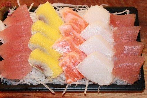 東港順記    超鮮 綜合生魚片 (現撈)  旗魚 海鱺  鮭魚 黃金魚卵   (生食級商品)