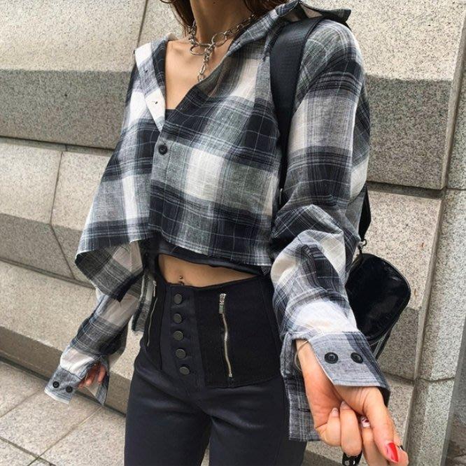 限時早鳥價 潮流時尚元素個性十足 復古經典格紋短版長袖襯衫 艾爾莎【TAE8259】