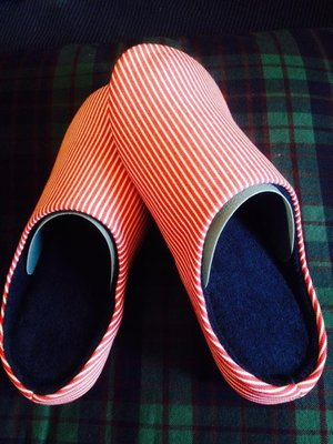 Uniqlo ROOM SHOES 家居拖鞋 紅白條紋 系列 L尺寸~27cm 特價:299元 男女都可穿