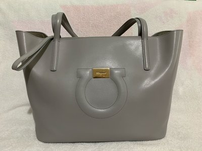 100%real Ferragamo 全牛皮 大logo Tote bag 原價約$12,000