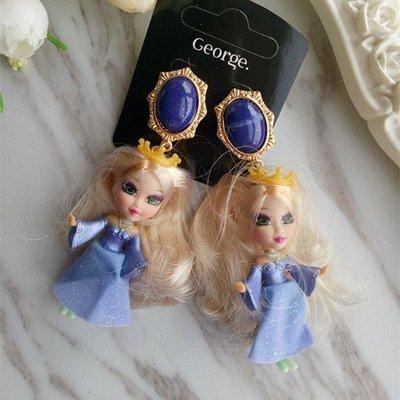 【加購區】【獨家原創】惡搞設計師有點懶。金髮芭比的紫色禮服。金黃皇冠小公主。華麗寶藍色大寶石+復古立體玩具公仔大耳環