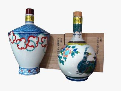 響21年九谷燒「色繪華王瑞鳥文瓶」及有田燒「色繪輪繋文風鐸形瓶」2014套