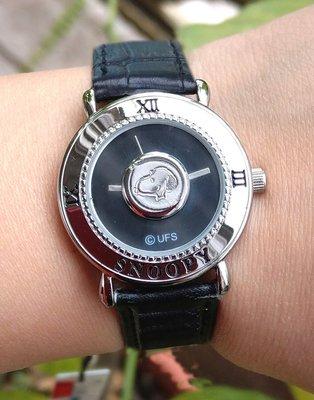 【卡漫迷】 八折出清 Snoopy 鈕釦 手錶 黑 ㊣版 皮革 銀框 史努比 史奴比 女錶 個性錶 卡通錶 設計款