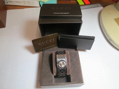 Gucci 古馳 Twirl G-Logo 翻轉式 手鐲環錶