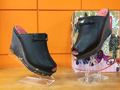 【阿典鞋店】**特價品**Macanna**麥坎納專櫃~托勒密七世系列~全新炫彩壓紋黃牛皮+羊皮氣墊鞋600230