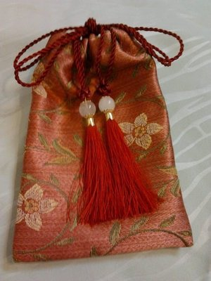精緻手工古典包.可裝茶具.雜項古董等,一個100元.滿1000元可送此古典手工包