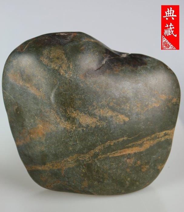 {典藏}正宗新疆和闐玉籽料~青玉~超大原石(9.7公斤)~(驚喜價)