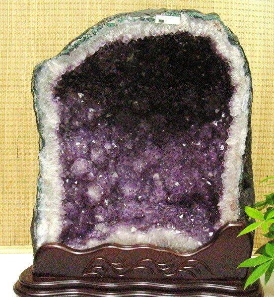 小風鈴~天然巴西木型紫晶洞~重49.4kg 洞深13公分.火光亮.納財最佳品!附贈底座!